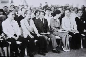 皇太子殿下・美智子妃殿下(1983年)     左から中曽根元首相、遠山一行、両殿下、豊田耕児、林健太郎