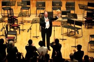 2010/11/3 カーテンコールに応えるアーノンクール @東京オペラシティ