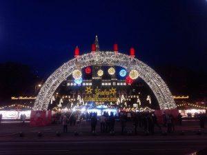 市庁舎広場のクリスマスマーケット